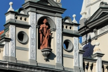 Prachatice Town - Statue of Prachaticie, the city's patron, set into a niche in the New Town Hall, photo by: Archiv Vydavatelství MCU s.r.o.